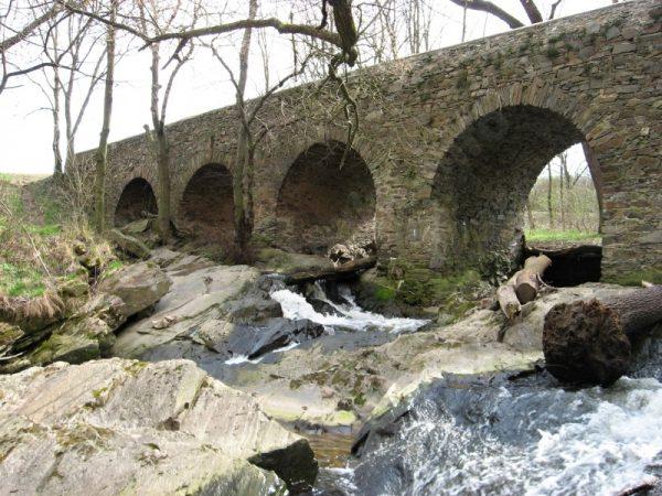 kamenný most u Toušic