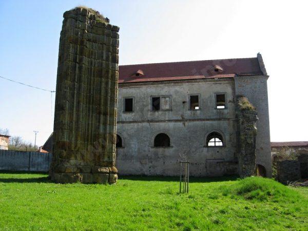 pozůstatky kláštera v Klášterní Skalici