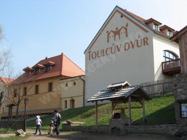 provozní budovy Toulcova dvora
